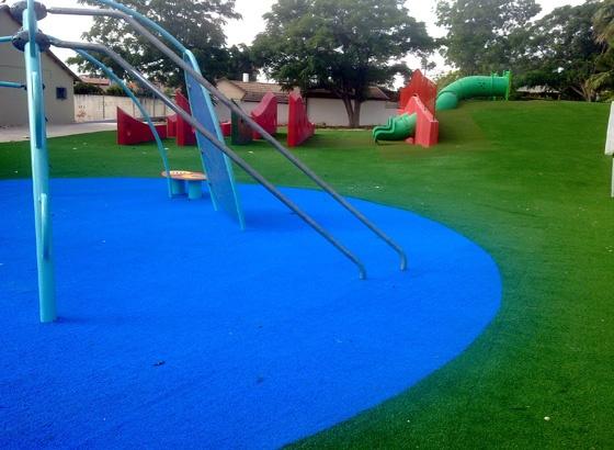 דשא סינטטי בפארקים לילדים